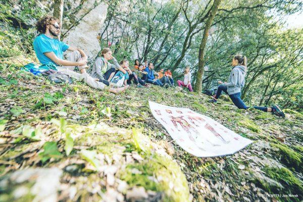 atelier ostéopathie et lésions du grimpeur, stretching à fête du spit #2 2017 avec Julie Arnaubec